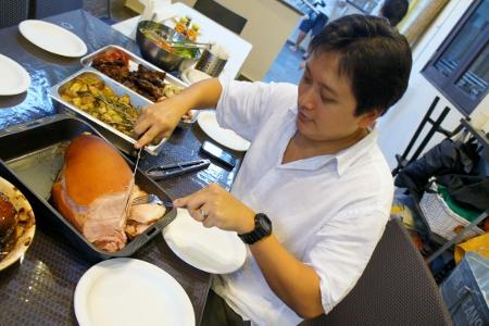 Gadriel slicing up the ham