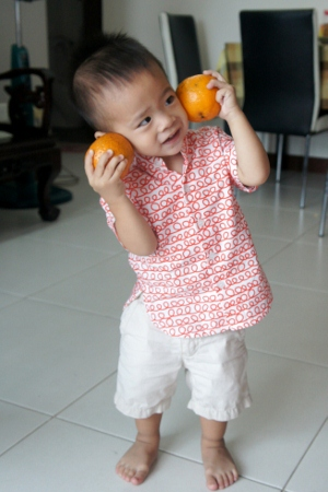 doing 大头大头 with mandarin oranges
