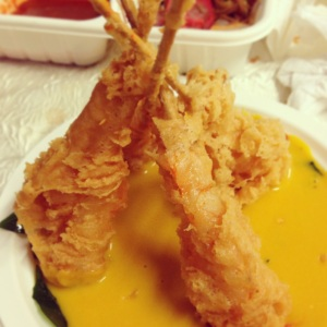 prawns deep fried served and coated with pumpkin sauce by Siang Hee Seafood