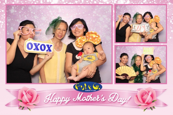 funny photo booth pictures with Mum