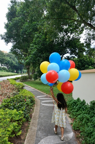 making off with a big bunch of balloons