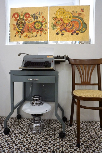 love the tiles, the typewriter, the chair