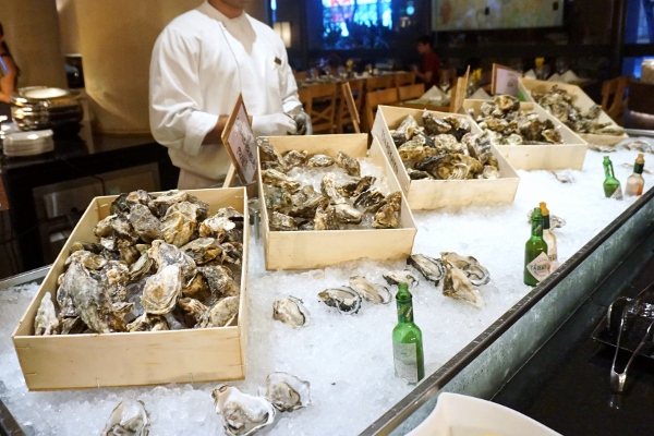 five different types of oysters