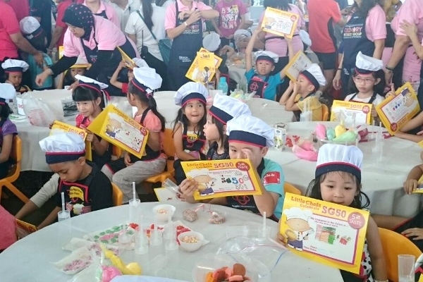 little chefs holding up their certificates