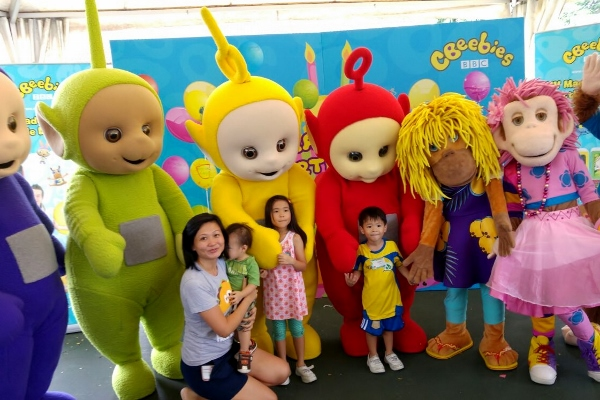 a photo with the mascots